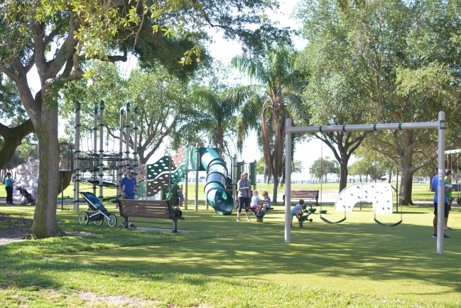 Vinoy and Northshore waterfront parks are located near Florencia Condos in Downtown St Petersburg Florida and include a bark park, playground, open green space, volley ball and tennis courts, and swimming pool